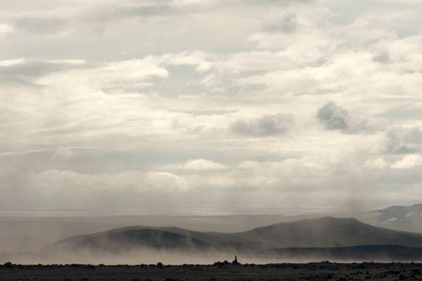 zandstorm-op-lavaveld-sandstorm-on-lava-field-20141219-1492643991AD2653E7-1A07-5108-B028-AA8D26F2F309.jpg