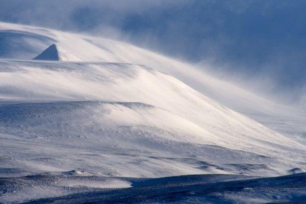 piramide-van-sneeuw-pyramid-of-snow-2-20141219-2046502406928F5F3C-AAA9-1BD9-3FD3-8944E1332F57.jpg