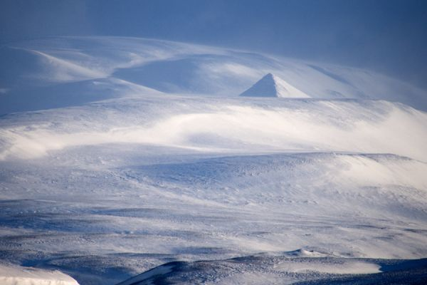 piramide-van-sneeuw-pyramid-of-snow-20141219-1510143464A7B371E5-C986-DE88-1007-7DB07CFC4990.jpg