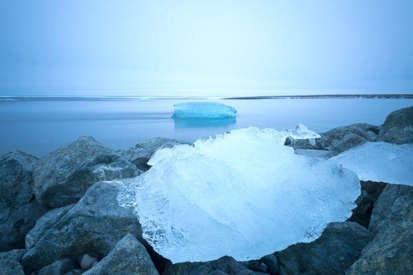 joekulsarlon-ijs-op-rots-aan-het-strand-ice-on-rocks-at-the-black-beach-20150224-13648757751E9AFEDD-98E7-D9A4-1B55-F9D928A4BCBE.jpg
