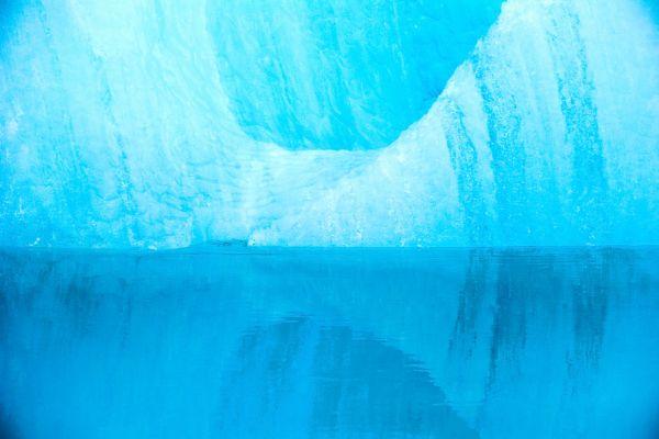 joekulsarlon-ijsrots-weerspiegeling-ice-rock-20150224-162485084145146A00-7E58-3146-9281-4042A21B4B39.jpg