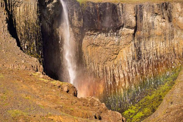 waterval-water-fall-wasservall-in-vatnsdalur-20170625-1712274980D17642D0-4D3C-E501-B254-503970166EB2.jpg