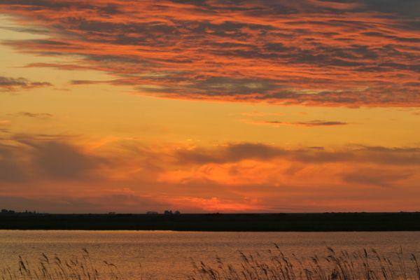 zonsondergang-aan-het-lauwersmeer-sundown-at-lauwersmeer-groningen-20141220-14630817210822BD8B-1A3B-FABB-6E8C-10F4FF83B068.jpg