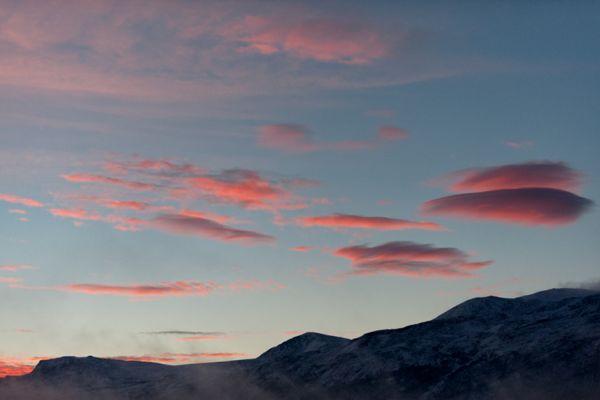 zonsopkomst-bij-lom-sunrise-at-lom-1-20141219-1429155664AE292439-847E-DD85-21D7-5208203C6CCD.jpg