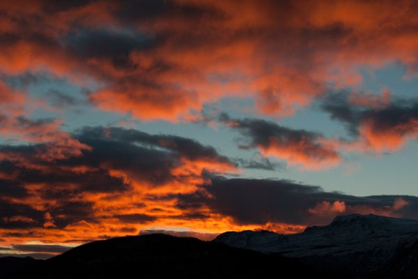 zonsopkomst-bij-lom-sunrise-at-lom-2-20141219-1342518082FCEB8F1D-5C79-11F6-BAAA-DA99687B719F.jpg