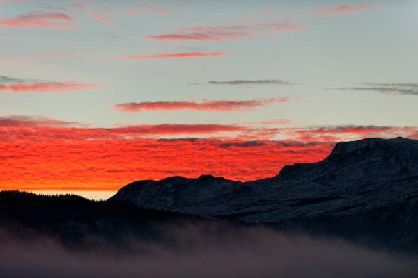 zonsopkomst-bij-lom-sunrise-at-lom-20141219-152706242437FB6047-6701-AFD0-53A2-8C26AFED30FD.jpg