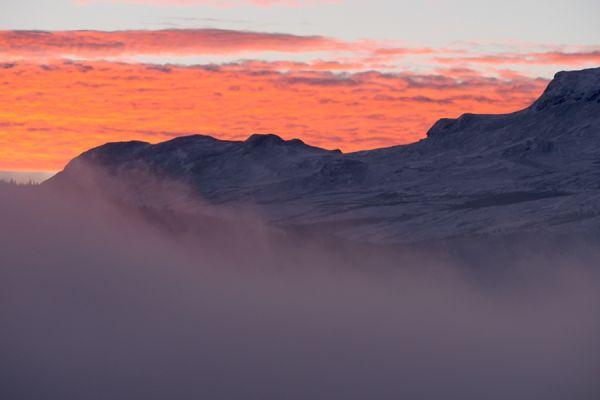 zonsopkomst-bij-lom-sunrise-at-lom-3-20141219-1432730297305A4E2C-F17C-0B90-2730-89BC2D764DFA.jpg