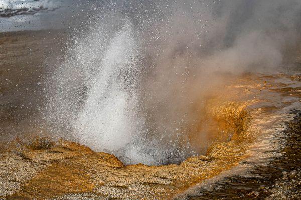 geyser-hill-old-faitful-mdBFA44E91-2778-D1CA-0C91-92120F42C109.jpg