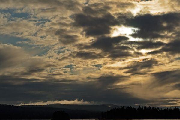 wolken-boven-bjoerkberg-clouds-abovebjoerkberg-20171015-11556269788D8829C0-4407-6DC6-58E3-4EC6B86EAD98.jpg
